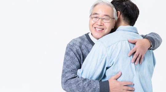 给老年人购买防癌险需要注意哪些?